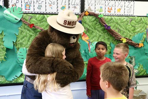 Smokey Bear と一緒に山火事を防ごう!